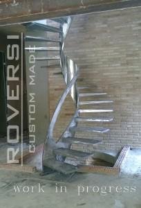 scala in acciaio calandrato