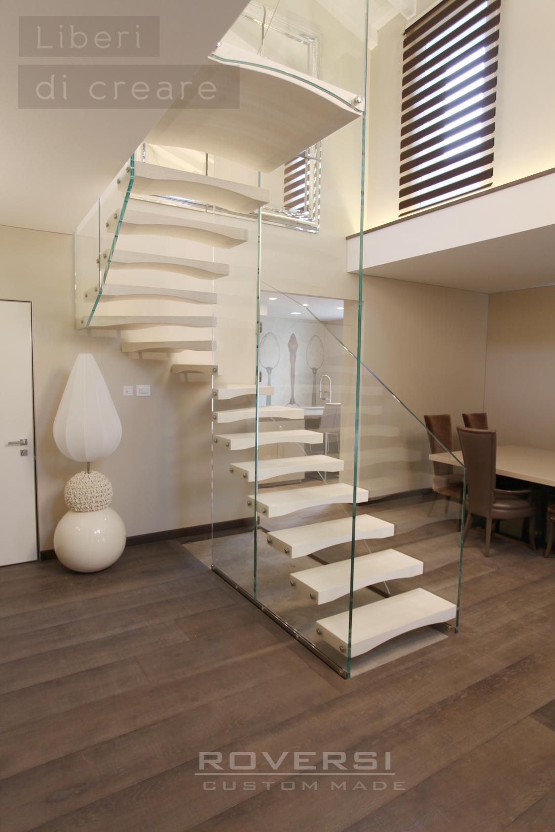 Scala in vetro co n gradini in legno sospesi Diamond